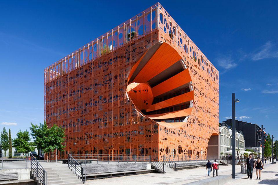 Frankreich: Futuristischer Arbeitsplatz am Wasser: The Orange Cube ist wohl eins der auffälligsten Gebäude im Lyoner Stadtteil La Confluence