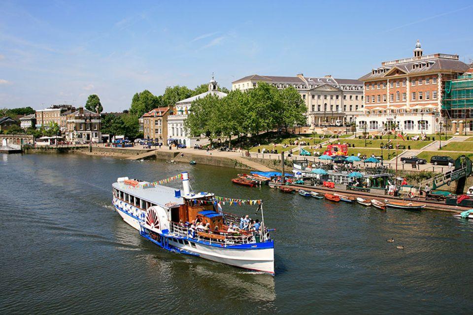 Richmond upon Thames: An der herrschaftlichen Uferpromenade von Richmond lässt sich wunderbar flanieren