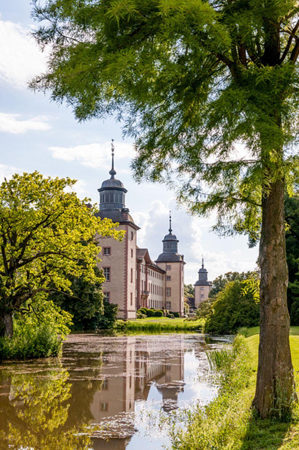 """Deutschland neu entdecken: Das Barockschloss Corvey ist UNESCO Welterbe und eine Austragungsstätte beim Literaturfestival """"Wege durch das Land"""""""