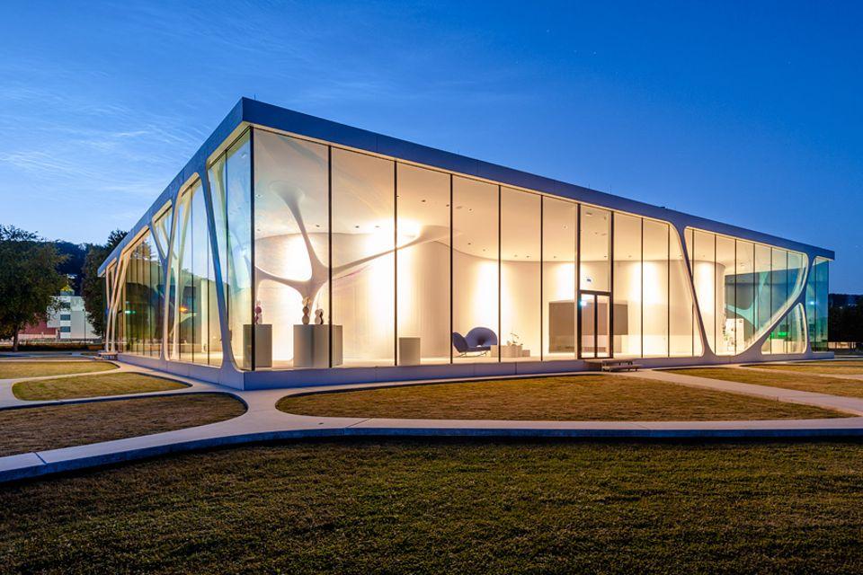 """Deutschland neu entdecken: Das """"Glass Cube"""" der Glasfirma Leonardo ist ein leuchtendes Beispiel für westfälischen Ideenmut"""
