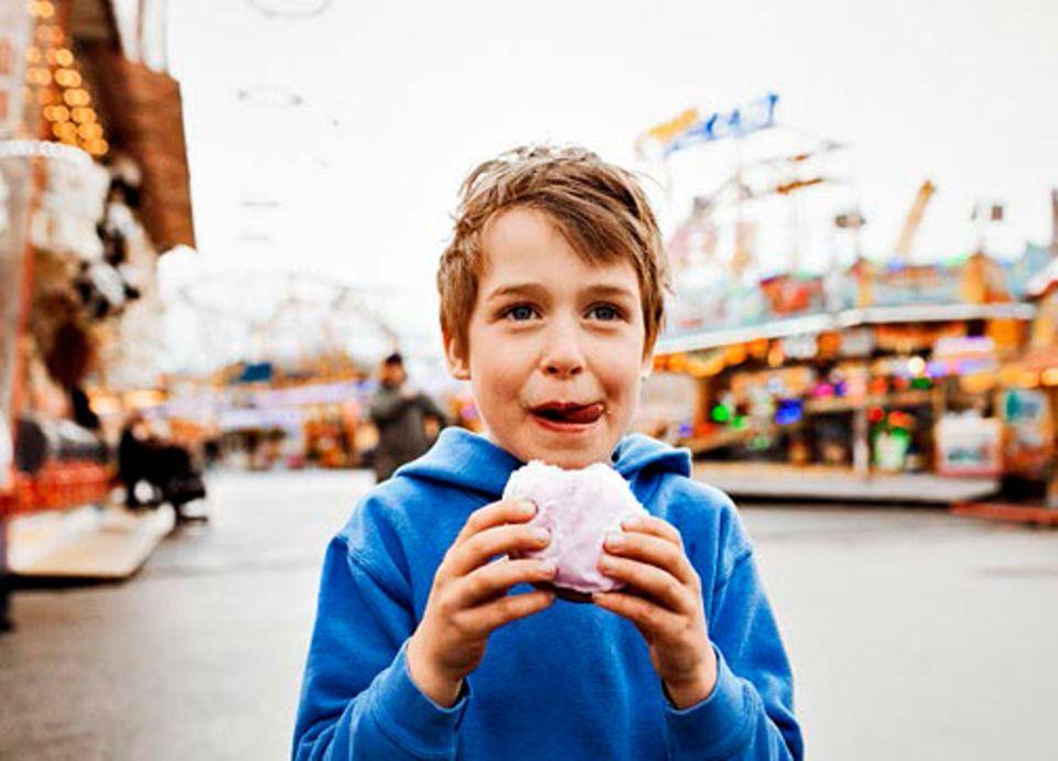 Gesunde Ernährung: DASS SÜSSES Gebäck viel Zucker enthält, ist keine Überraschung. Doch die kalorienreichen Kristalle werden auch in vielen pikanten Speisen verarbeitet