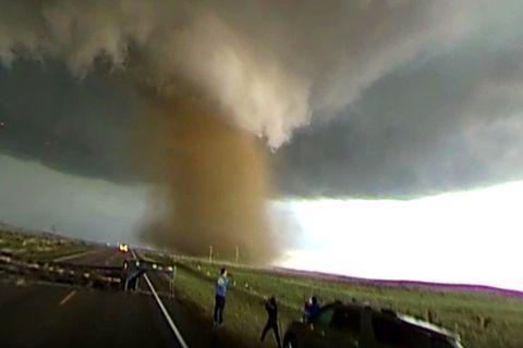 Wirbelsturm-Video: Sturmjäger filmen Tornado in 360-Grad