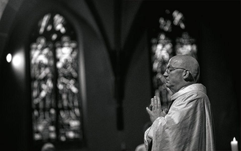 Angst: Geht ein Mensch davon aus, dass eine höhere Macht ihm beisteht, braucht er im Leben nichts zu fürchten. So erlebt es auch der römisch-katholische Pfarrer Hans-Joachim Wahl, Seelsorger der St.-Bonifatius-Gemeinde in Gießen
