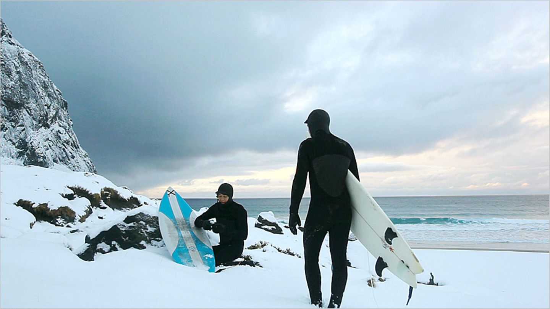 Fotogalerie: Surfen unter Polarlichtern