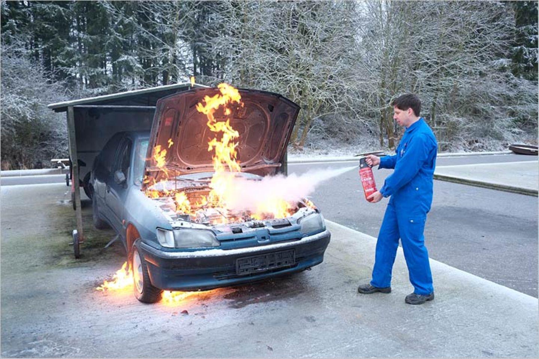 Feuer: Brandheiss: So werden Feuerlöscher gefertigt