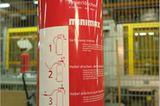 Feuer: Brandheiss: So werden Feuerlöscher gefertigt - Bild 12