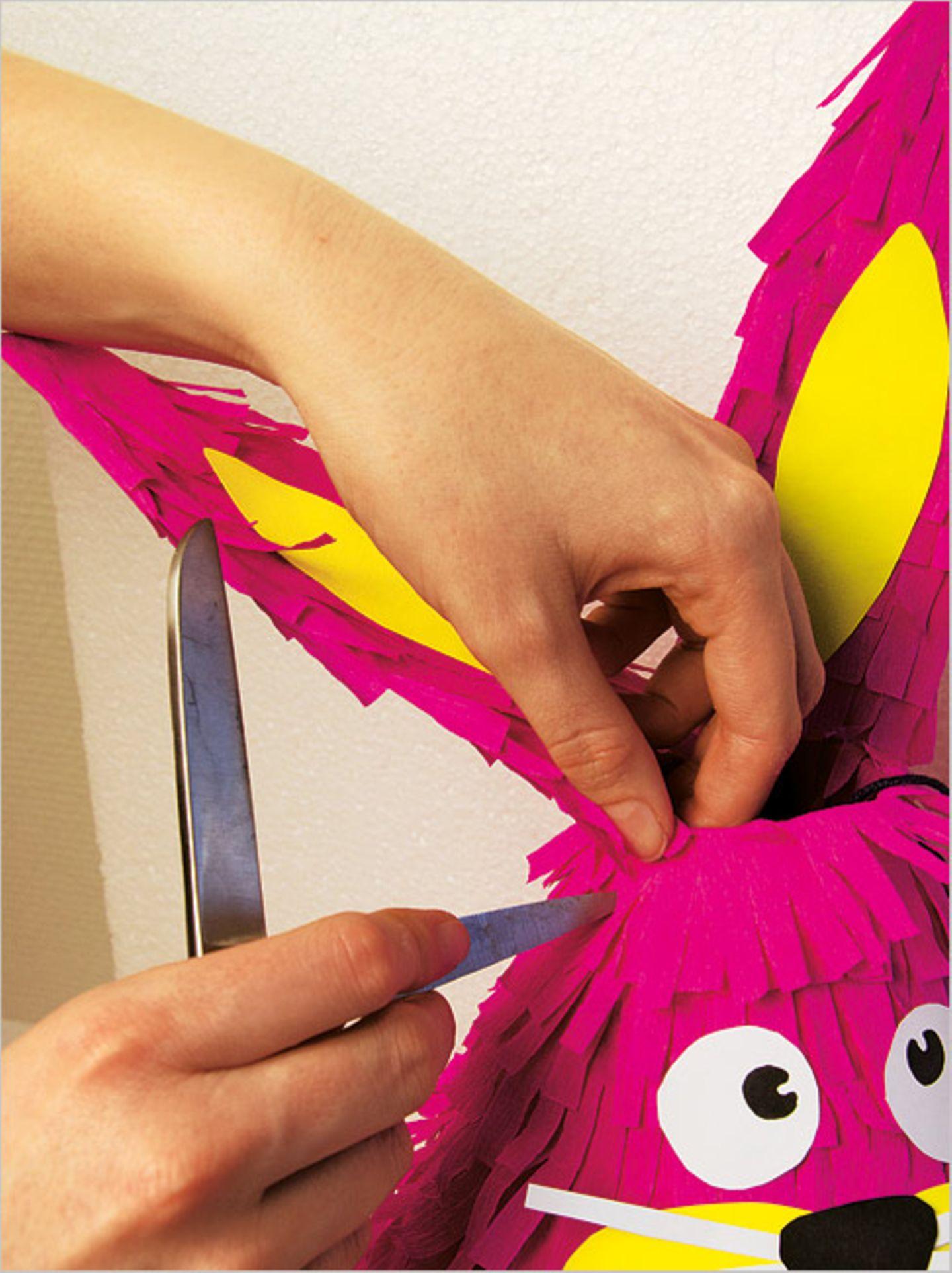 Basteln: Basteltipp: schlagfertige Piñatas - Bild 8