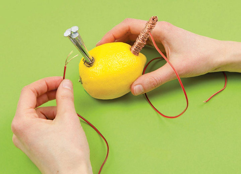 Experiment: Produziert Strom aus einer Zitrone!