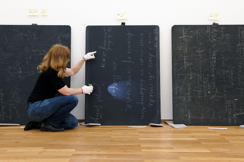 Wie rettet man moderne Kunst?