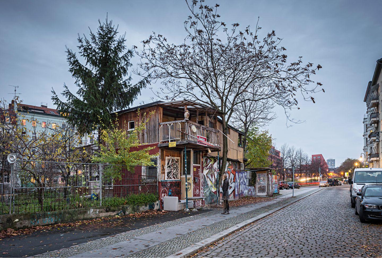 "5. ""Baumhaus an der Mauer"", Bethaniendamm, Kreuzberg"