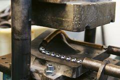 Musikinstrumente: Musik: Wie Hörner gebaut werden - Bild 2