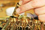 Musikinstrumente: Musik: Wie Hörner gebaut werden - Bild 5