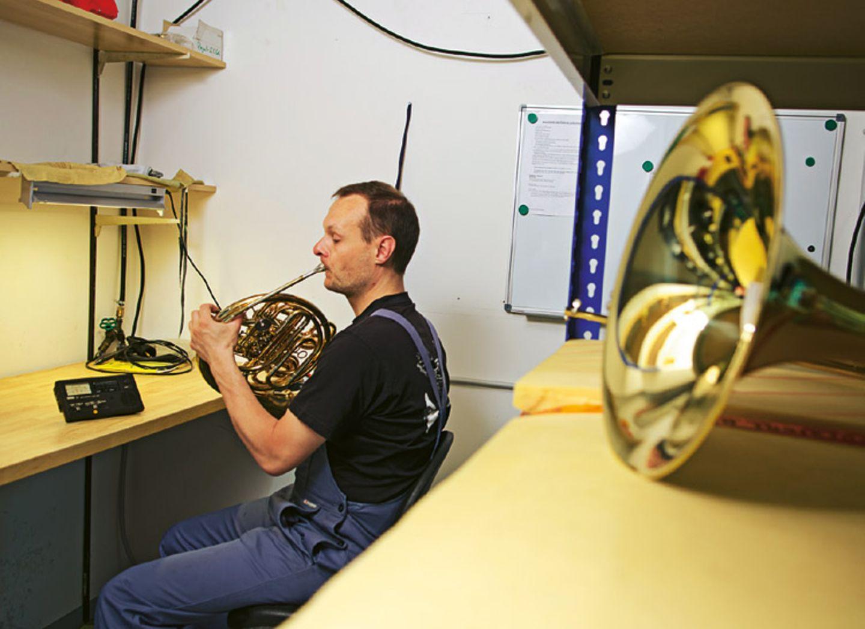 Musikinstrumente: Musik: Wie Hörner gebaut werden - Bild 6