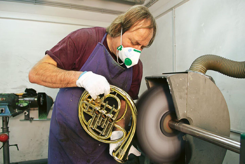 Musikinstrumente: Musik: Wie Hörner gebaut werden - Bild 7