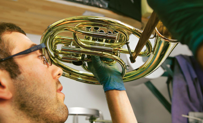 Musikinstrumente: Musik: Wie Hörner gebaut werden - Bild 8