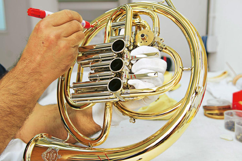 Musikinstrumente: Musik: Wie Hörner gebaut werden - Bild 10