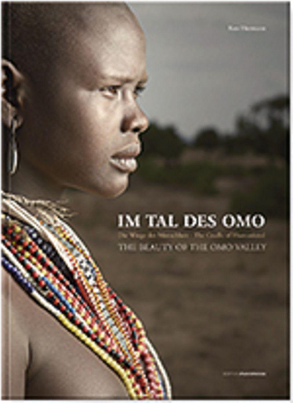 Äthiopien: Im Tal des Omo, Suzette Frovin und Ken Hermann, 256 Seiten mit über 140 Fotografien in Farbe, Texte auf Deutsch und Englisch, 45 Euro, erschienen bei EditionPanorama, 2014