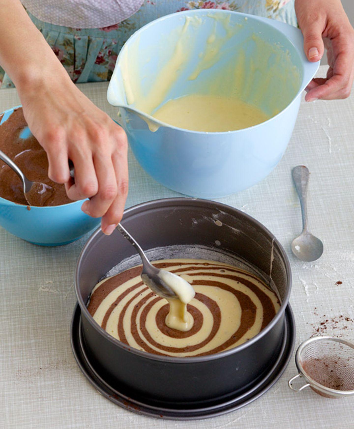 Backen: Rezept: Zebrakuchen - Bild 4