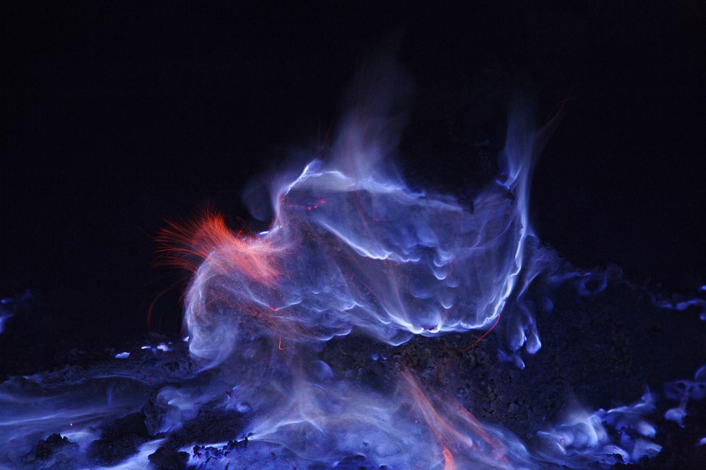 Blaue Lava am Ijen