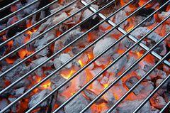 Woraum sollte man beim Grillen achten, damit Steaks besonders saftig werden?