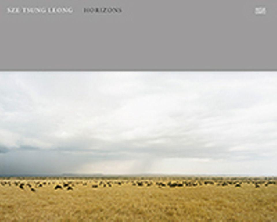 Panoramafotografie: Sze Tsung Leong, Horizons, Texte von Joshua Chuang, Charlotte Cotton, Duncan Forbes, Pico Iyer, Sze Tsung Leong, Gestaltung von Sze Tsung Leong, Englisch, 2014, 176 Seiten, 146 Abb., 68 €