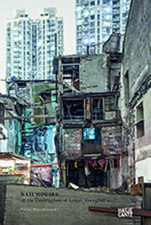 """""""Nail Houses"""" in Shanghai: Peter Bialobrzeski, Nail Houses, Text von Stefanie Gommel, Gestaltung von Andrea Rauschenbusch. Deutsch, Englisch, 2014, 116 Seiten, 63 ills., gebunden, 35 €"""