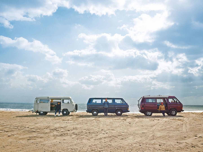 Kein Strandausflug ohne Bulli. Auch an der Pazifikküste Japans gehört der VW-Bus dazu