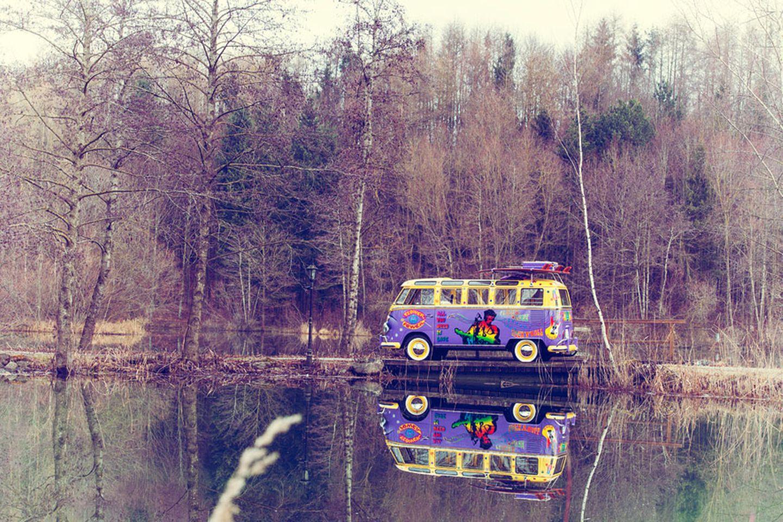 Nur der Bus und die Natur. Idylle in Süddeutschland