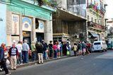 Schlangesteher ist auf Kuba ein offizieller Beruf