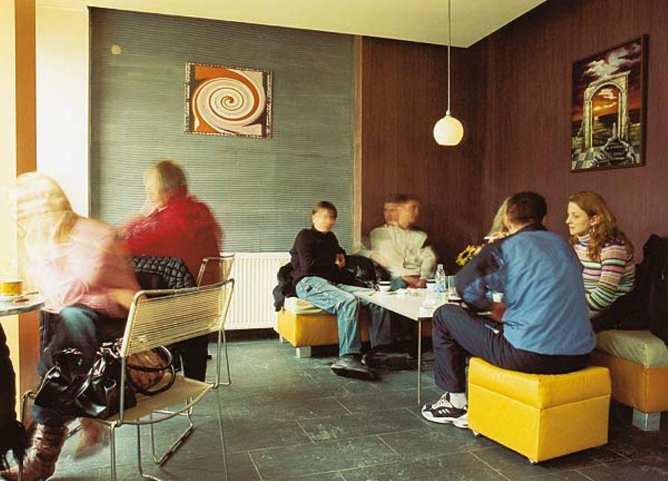 """Studentenkellercharme wie früher: das Café """"Happy End"""" in Bansko"""