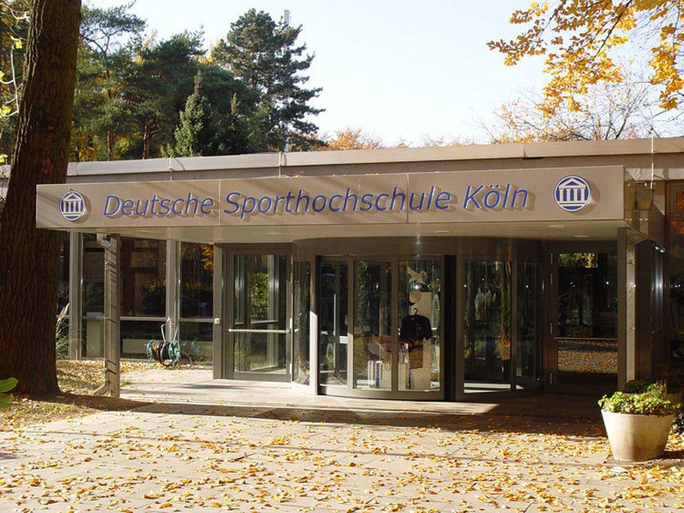 Beruf: An der Deutschen Sporthochschule in Köln forscht Prof. Wilhelm Schänzer mit seinem Team und klärt die Studierenden über Doping auf.
