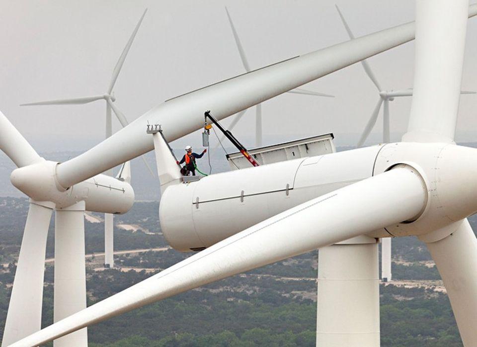 Windkraft: Wartungsarbeiten an Windrädern sind zeitraubend und kostenintensiv. Mit genaueren Sensoren lassen sie sich minimieren