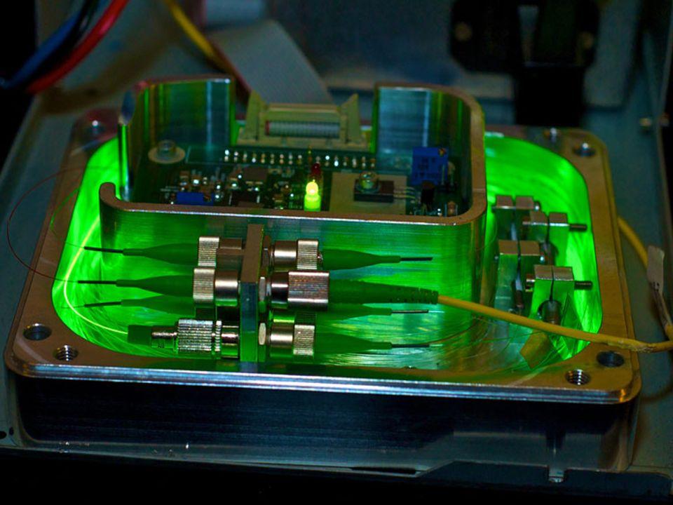 Windkraft: Das Herz der neuen Messtechnik ist eine Lichtquelle. Anhand der Reflexionen aus der Glasfaser lassen sich Rückschlüsse über Verformungen und Belastungen ziehen