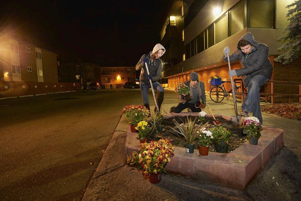 Guerilla Gardening: Anfangs bewegten sich Guerilla Gärtner nur im Schutz der Dunkelheit