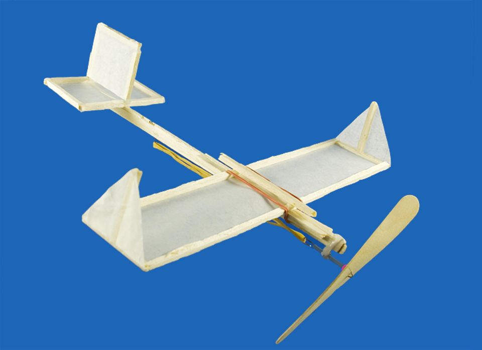 Flieger basteln: Leichtholzflieger
