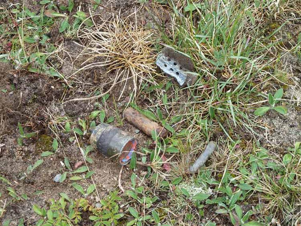 Naturschutz auf Truppenübungsplätzen: Überall auf dem Platz können Reste von Munition oder Blindgänger liegen. Was davon gefährlich ist, erkennt Jens Junkersdorf sofort