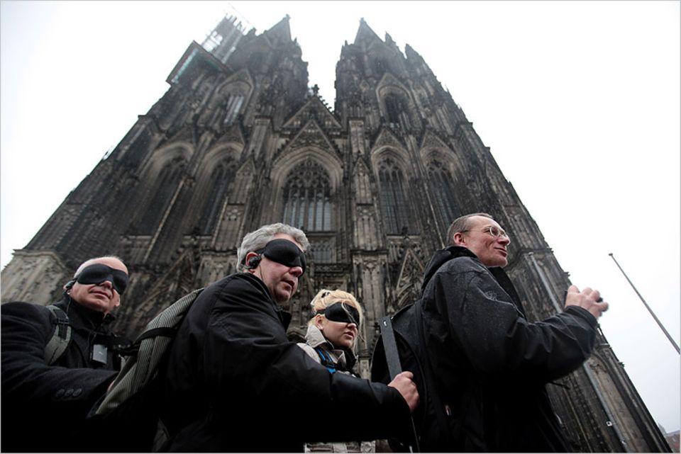 Städtereise: Nur die Glocken verraten, ob der Dom links oder rechts der Gruppe steht