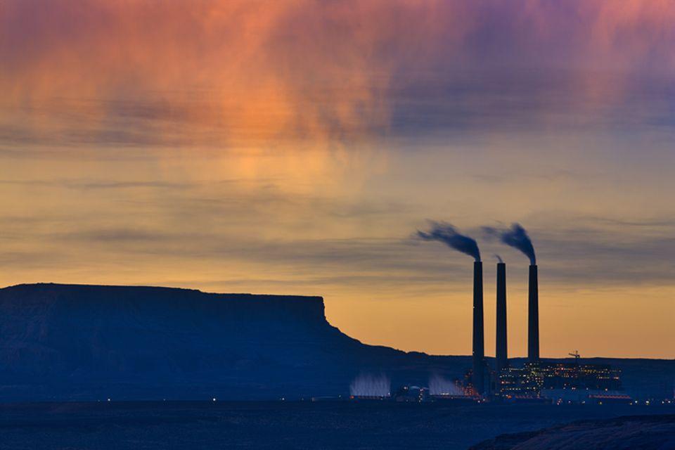 Klimawandel: Kraftwerke zur Stromerzeugung, wie hier im US-Bundesstaat Arizona, tragen zu rund einem Fünftel zu den weltweiten Treibhausgas-Emissionen bei