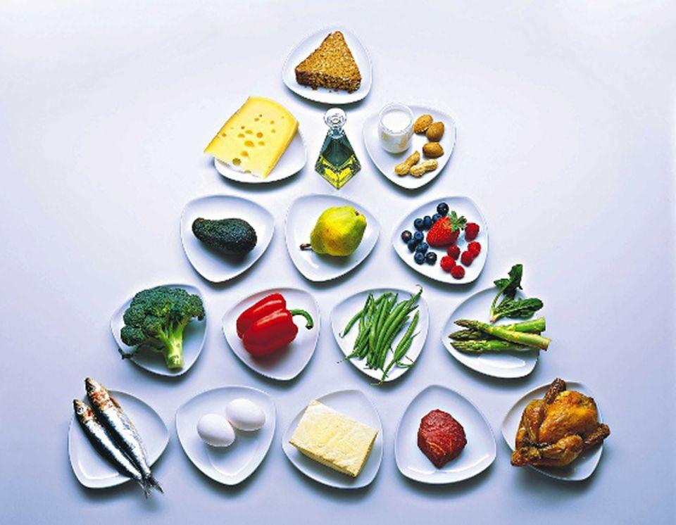 Mehr als die Hälfte der Deutschen sind übergewichtig, Millionen versuchen sich jedes Jahr an einer Diät. Doch weshalb scheitert die Mehrzahl von ihnen? Und welche Konzepte überzeugen?