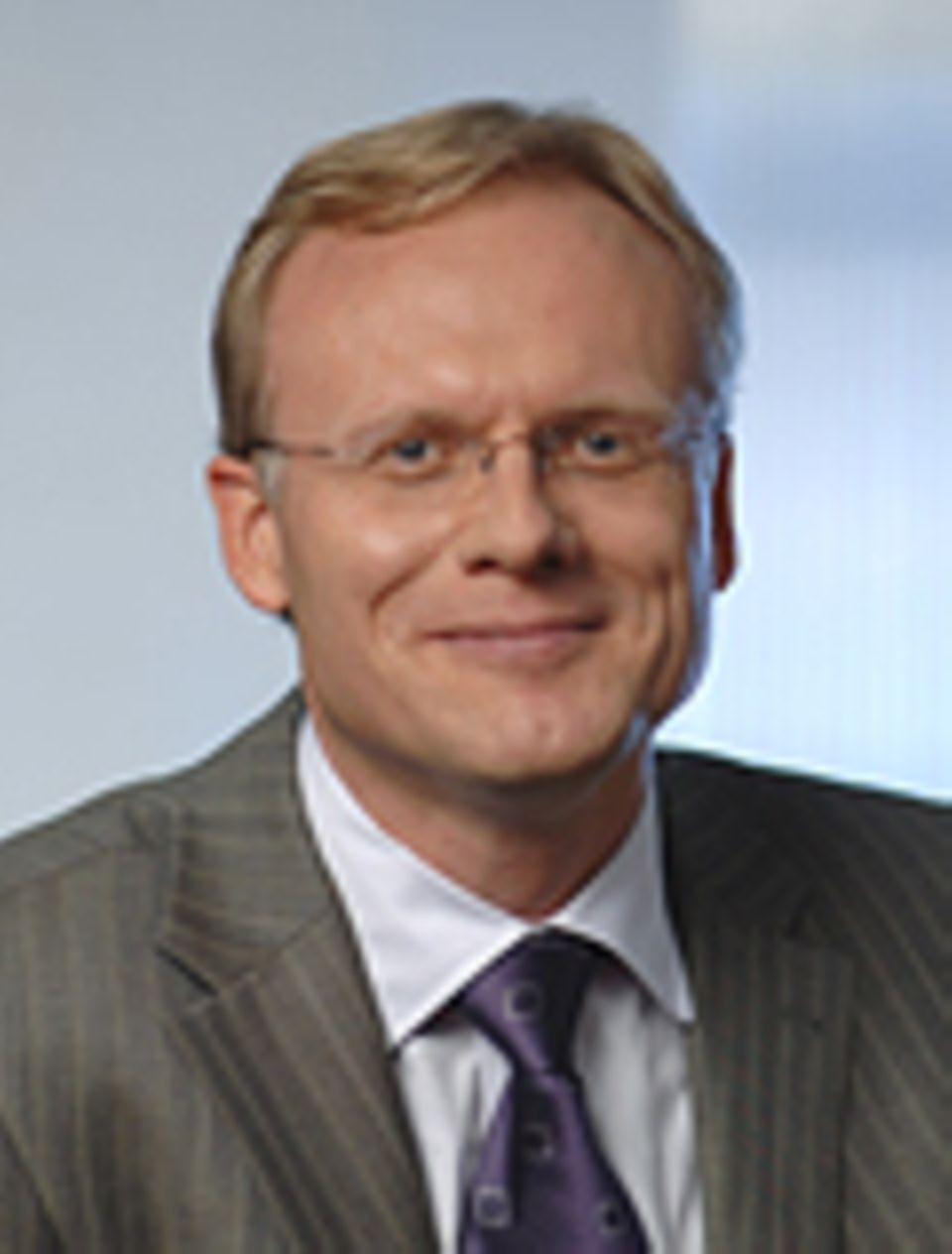 """Uwe Gröber gehört zu den führenden Vitaminexperten. Zu seinen wichtigsten Büchern zählt """"Arzneimittel und Mikronährstoffe"""" (WVG, Stuttgart 2011)"""