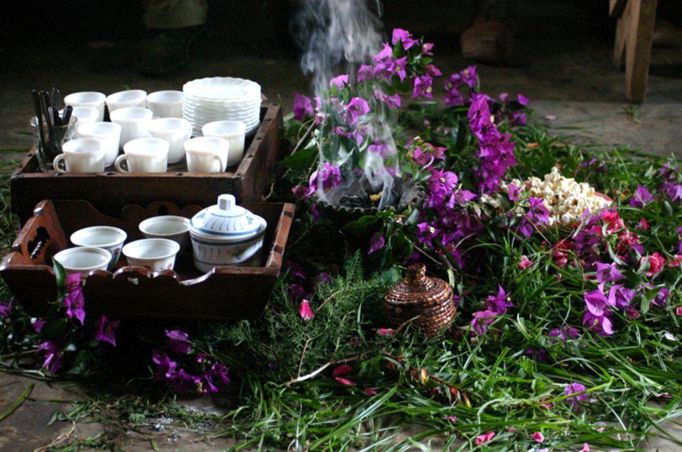 Traditionelle Kaffeezeremonie in Bonga