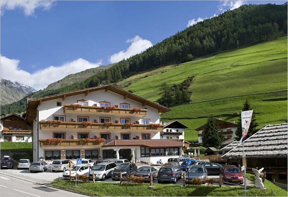 Übernachten: Hotel Schwarzer Adler