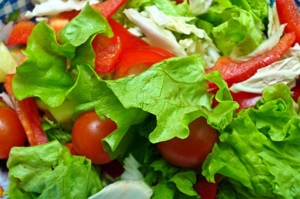 Redewendung: Warum man von Salat spricht, ist ganz einfach: Ein Salat ist ein großes, buntes Chaos