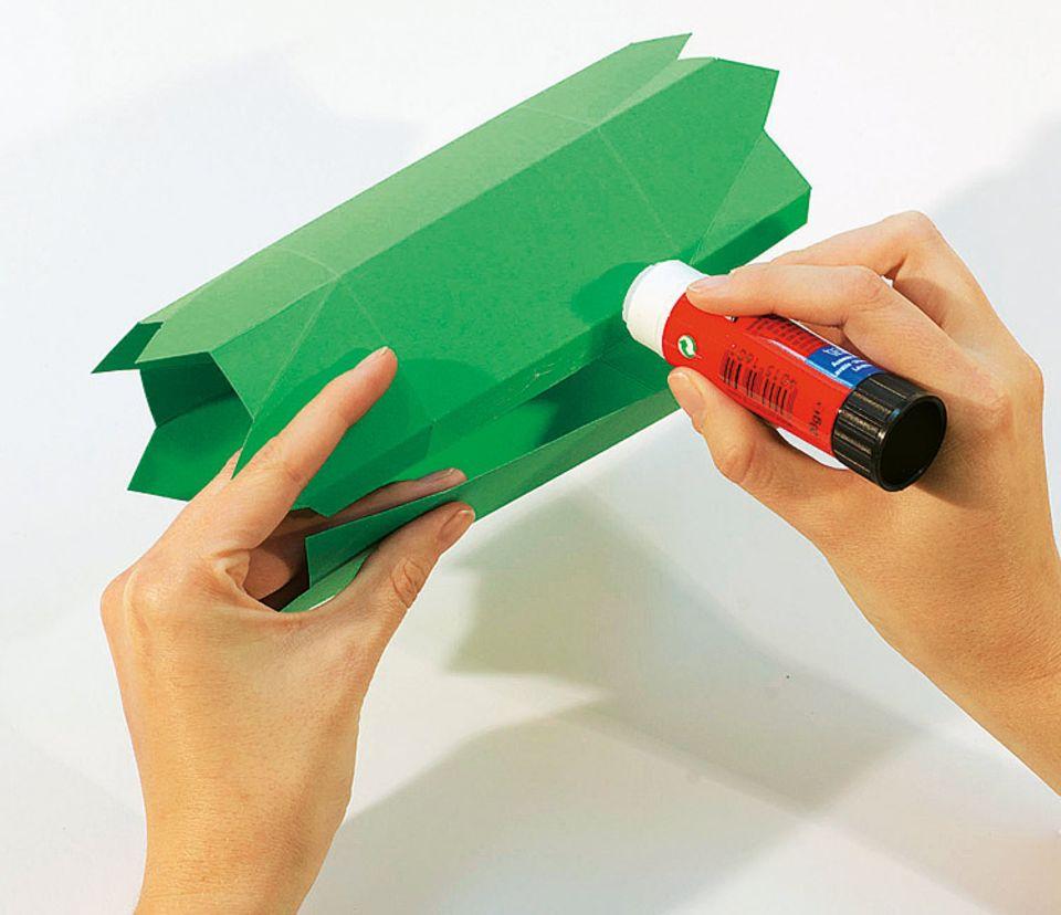 Basteln: Faltbox als Geschenkverpackung