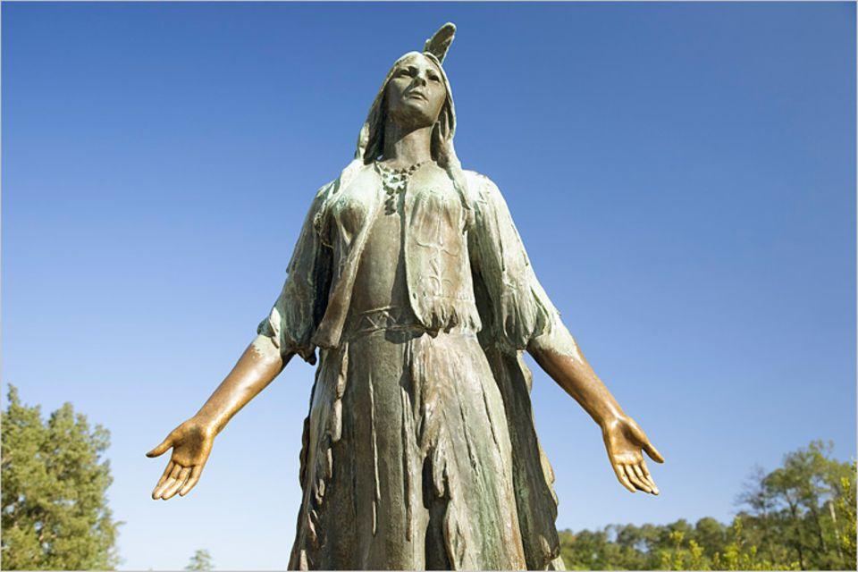 Zu Gedenken an Pocahontas wurde 1922 in Jamestown in Amerika eine Statue errichtet