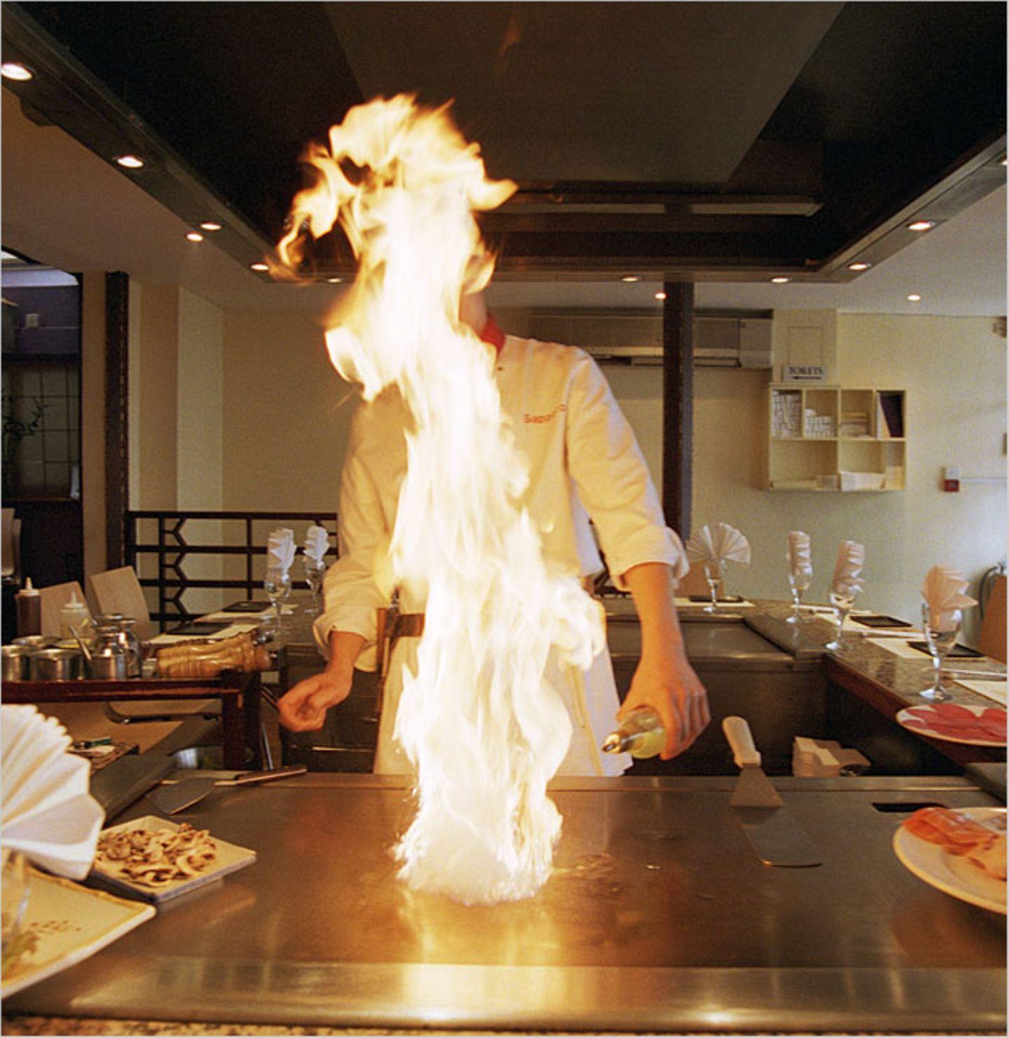 Redewendung: Wer eine Sünde begeht, kommt in Teufels Küche, um dort über dem Feuer gebraten zu werden