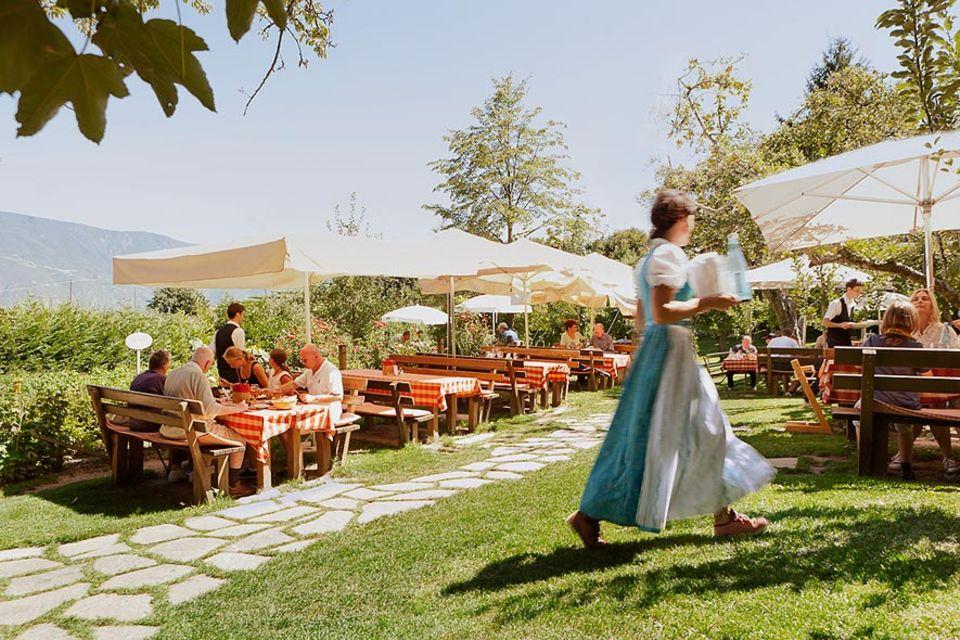 Reisetipps: Im Blick die Burgenlandschaft, auf dem Teller die Zirmer Torte: So speist man im Landgasthaus Bad Turmbach