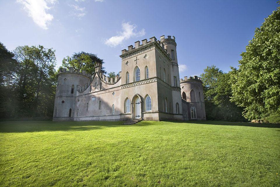 Ferienhäuser: Minischloss für den Märchenurlaub: In das Clytha Castle in Wales kann man sich einmieten