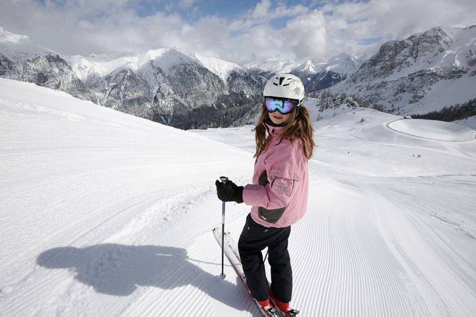Skireisen: Das erste Mal allein an der Piste. Nach dem Skikurs kann man sich auch schon mal ohne Eltern bergab wagen