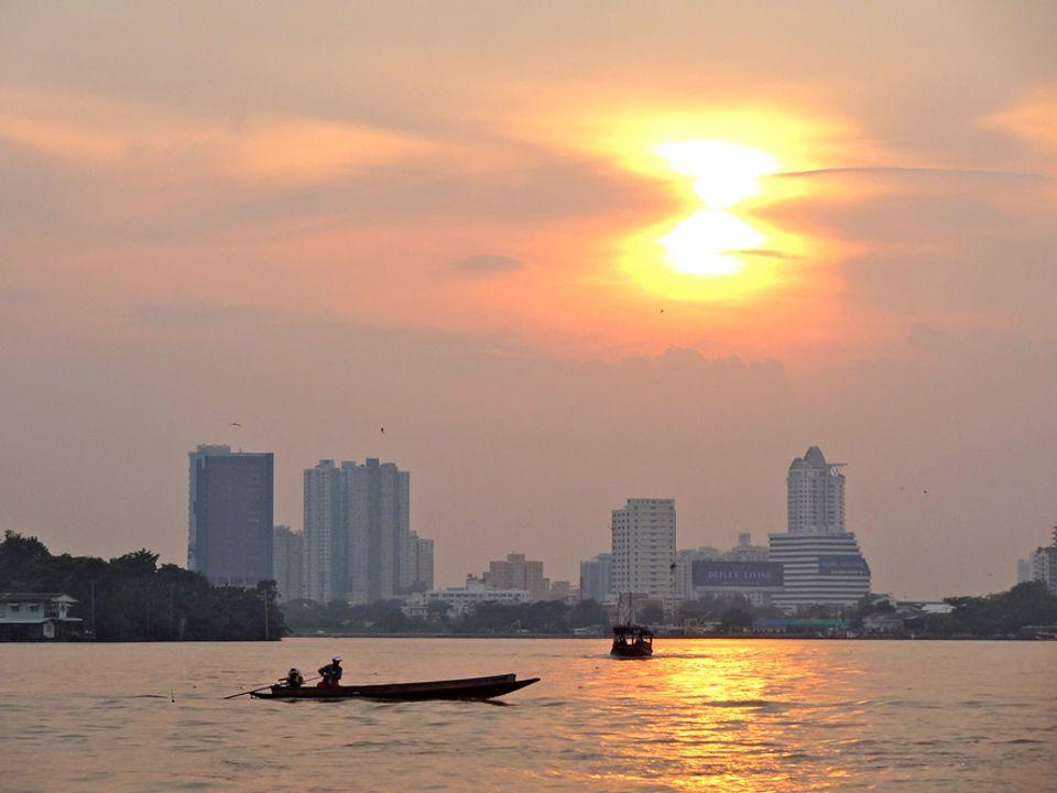 """Wegen seiner historischen Bedeutung nennen die Thais den Chao Phraya auch """".Fluss der Könige"""""""